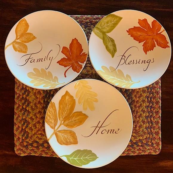 BHG Family Blessings Home plates